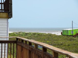 12LP - Spacious beach house with great price - Sleeps 9, Port Aransas