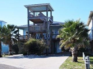 Elegant 3 bdrm 3 bath beach home with large deck to enjoy ocean view Sleep 10, Port Aransas