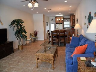 211BH - 3 Bedroom, 2 Bath Beautifully Decorated Townhouse Sleeps 8