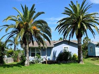 415GS: 3 Bedroom 2 Bath Cozy Beach Cottage; Sleeps 6., Port Aransas