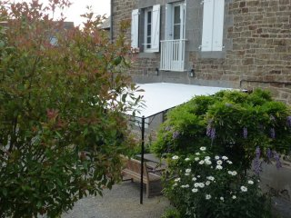 Charming house with fenced garden, Pleudihen-sur-Rance
