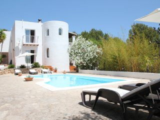 Spacious 4 bedroom (4 bathroom) hillside villa, Cala Llonga