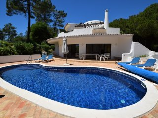 Charming villa within easy walk to the beach, Quinta do Lago