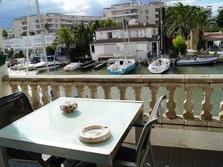 Precioso apartamento con vistas al canal A26, Roses