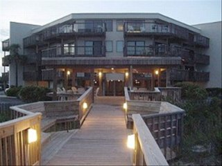 Emerald Isle North Carolina -Queens Court Resort