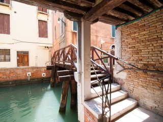 Quiet and cozy apartment by a traditional canal, Venecia