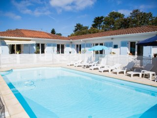 Hossegor villa with pool - walk to town and lagoon