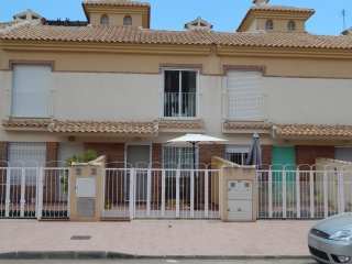 3 Bedroom Townhouse with Roof Terrace on Albatros