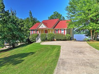 3BR Greensboro House on Lake Oconee w/Private Dock