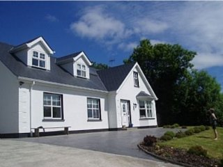 Spacious Home in Redcastle, Sea Views, Games Room, Donegal Town