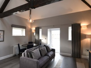 The Morland Suite - The Old Gaol Service Apartment, Abingdon