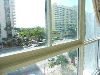 Lofty Two Bedroom Apartment on the Ocean, Miami