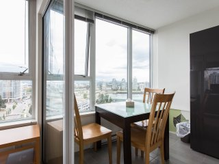 1br - 744ft2 - Waterfront Fully Furnished Condo, Vancouver