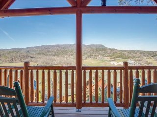 3BR Luxury Cabin w Private Gazebo, Hot Tub, Views & More! Summer from $159!!, Sevierville