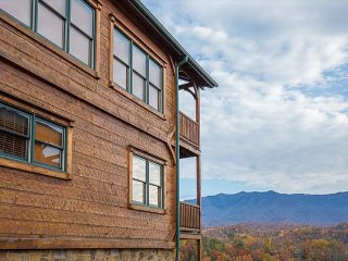 Unmatched Mountain Views! Luxurious 2 BR Cabin. Summer from $149!!!, Gatlinburg