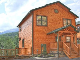 Luxurious 3BR Cabin w/ Views! One Mile from Downtown Gatlinburg. Sleeps 10.