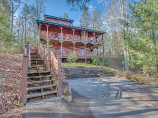 3 BR Luxurious Gatlinburg Cabin! Summer Special From $169!!! Sleeps 10.