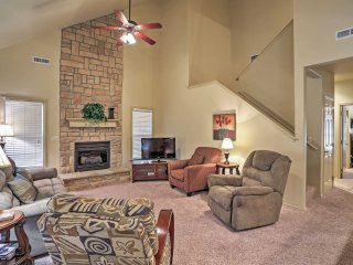Inviting 3BR Branson Condo w/Wifi & Fantastic Community Amenities - Prime Location in StoneBridge Village, Back to the Ledgestone Golf Course!