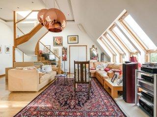 Duplex penthouse in leafy Hampstead, Londres