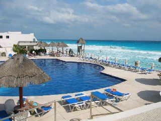 Ocean view Modern 2 bedroom suite, great price VM, Cancún