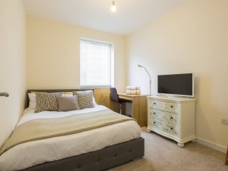 Cosy Bedroom near City Centre