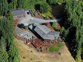 The Golfer's Lodge-Sleeps 16-24!!!, Bandon