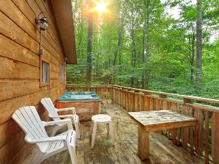 3BR Gatlinburg Cabin w/ Hot Tub & Great Location! Summer Special from $99!