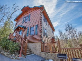 5BR Luxury Cabin Near Downtown Gatlinburg. Sleeps 18. Great Specials!