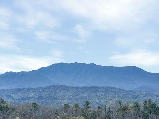 Pigeon Forge Cabin w/ Great Views! Sleeps 10. Summer Special from $129!!!, Sevierville