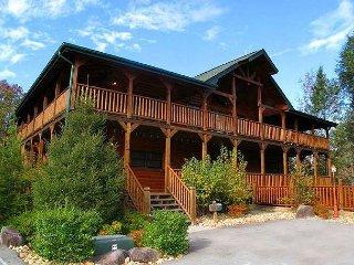 8BR Gatlinburg Lodge Near Downtown. Summer Special from $499! Sleeps 38.
