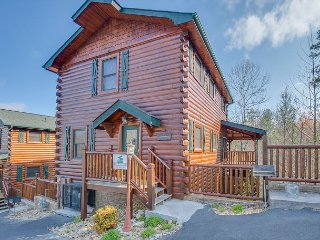 Luxurious Day Dreamer 4BR Cabin in Gatlinburg. Sleeps 18. Summer from $179!