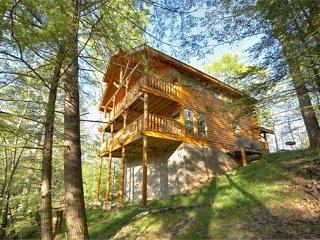 2BR Gatlinburg Cabin Near Rocky Top Sports World w/ Private Hot Tub. Sleeps 8