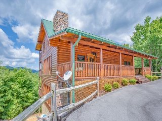 3BR Wears Valley Cabin with Incredible Views and TONS of Luxury Amenities!, Sevierville