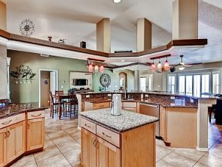 lovely Home w/Wifi, Resort Backyard, Private Pool, Ville de Lake Havasu