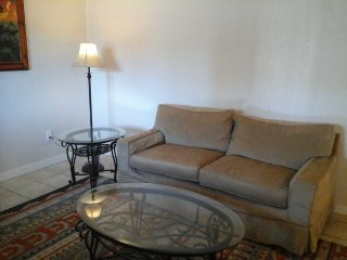 QUIET * CLEAN *   APARTMENT WITH FULL KITCHEN, Santa Fe