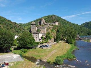 Gite dans une maison de campagne avec terrasse, Brousse-le-Chateau