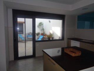 Cocina y vista del patio