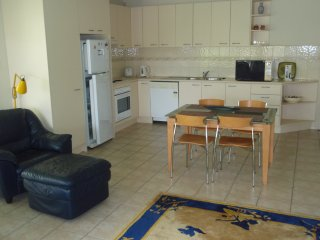 Fully self contained unit close to shops and beach, Mt Martha