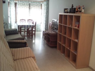 Apartment in center, services at 3' walk, sea view