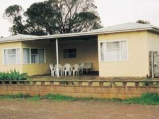 Kirazz House,  Kingscote