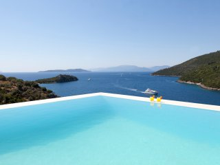 Villa Kastos -Luxury villa with direct access to the sea, Sivota