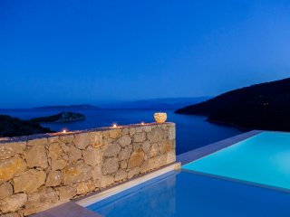 Villa Kastos - Luxury Villa with Direct Access to the Sea