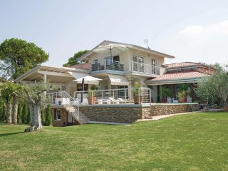 3 bedroom Villa in Lazise, Northern Lakes, Lake Garda, Italy : ref 2090147, Cola