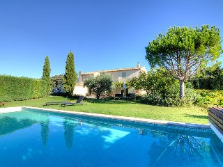 4 bedroom Villa in Cucuron, Provence-Alpes-Cote d'Azur, France : ref 5699975