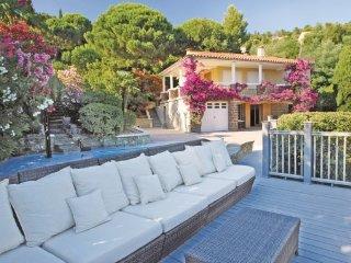 2 bedroom Villa in Rayol-Canadel-sur-Mer, Var, France : ref 2221890, Le Rayol-Canadel