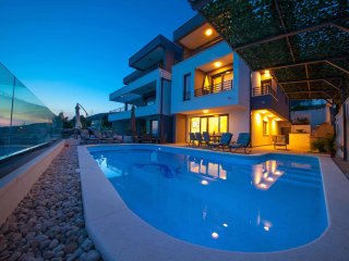 New Villa for 10, Sea View & 40m2 pool!