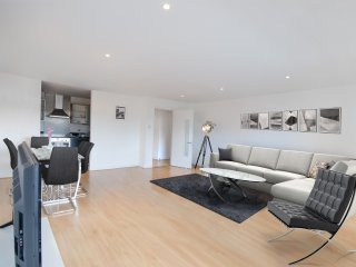 Stylish Dublin City Apartment: 3 Bedrooms!