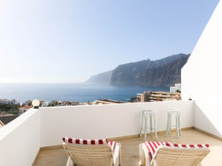 Stunning ocean and cliffs view studio apartment, Los Gigantes