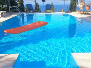 Comfortable flat with swimming pool, Lakka