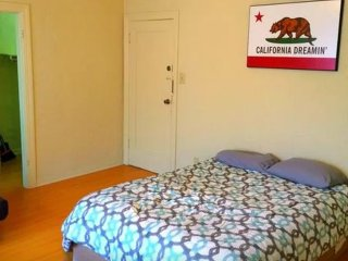 Bright Studio Apartment in the Heart of Sunset Junction, Los Angeles